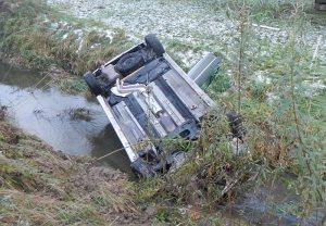 Der Unfallverursacher konnte sich unverletzt aus dem Auto befreien. (Bild: Kapo TG)