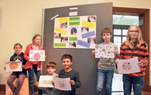 Die Viertklässler Marie, Emily, Nathalie, Bennet, Elias, Peter und Luca von der International School Kreuzlingen Konstanz. (Bild: ek)