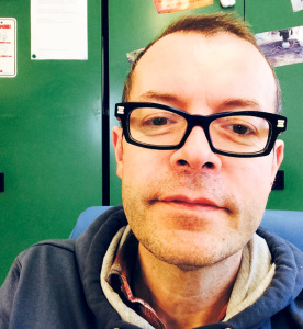Marc Haltiner in seinem Büro im Wohnheim Sonnenrain.(Bild: zvg)
