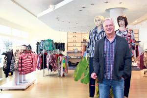 Eine grosse Auswahl mit manigfaltigen Kombinationsmöglichkeiten bietet Andreas Modrow in seinem Kleiderladen an der Löwenstrasse.  (Bild: ek)