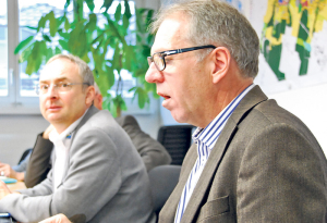 Stadtrat Thomas Beringer und TBK-Geschäftsführer Guido Gross (r.) stellten das Geschäft vor. (Bild: Thomas Martens)