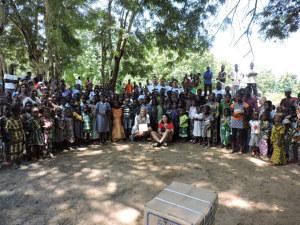 Der Verein «Des sourires pour le Togo» vor Ort. (Bild: zvg)