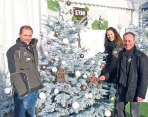 Geschäftsführer Christian Erni (r.) sowie seine Mitarbeiter Susanne Buschor und Abi Bartholet plus Team waren Gastgeber im Winterwunderland. (Bild: zvg)