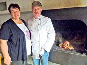 Bernadette und Willy Josten eröffnen das Restaurant Seeblick.(Bild: dh)