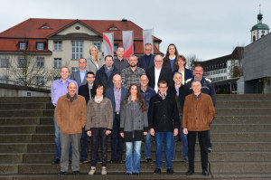 Die Kandidatinnen und Kandidaten der SVP um Spitzenkandidat Erwin Imhof (ganz oben, 2.v.r.). (Bild: zvg)