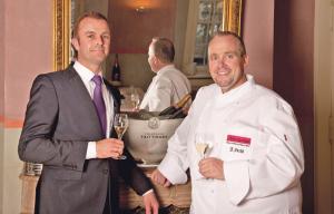 Ein Bild aus besseren Tagen. Thomas Haist und Küchenchef Jochen Fecht führten das Nobelrestaurant im Schloss Brunegg. (Bild: tm)