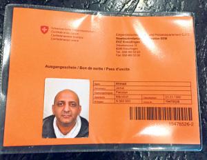 Diesen Ausweis erhielt der Undercover-Journalist im Asylzentrum. (Bild: zvg)