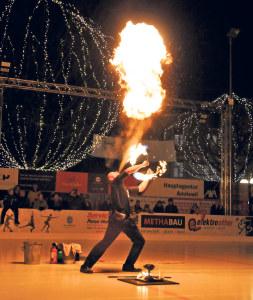 Feuershow auf Eis von Maurice de la Croix.(Bild: zvg)