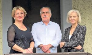 Zora Obradovic (l.) wird das «bellpunto» eröffnen. Gerry und Paula Jost (r.), die scheidenden «Paprika»-Pächter.(Bild: zvg)