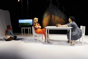 Eléna Weiß (Mariedl), Natalie Hünig (Grete), Gabi Geist (Erna). (Foto Bjørn Jansen)