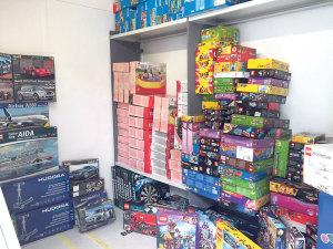 Lego, Playmobil, Barbie, Scooter, Puzzles, Planschbecken und Modellbausets werden bis zu 70 Prozent vergünstigt abgegeben. (Bild: zvg)