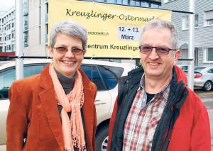 Anna Jäger, Geschäftsführerin vom Alterszentrum, und Niklaus Soltermann freuen sich auf den kommenden Ostermarkt im Alterszentrum. (Bild: sb)