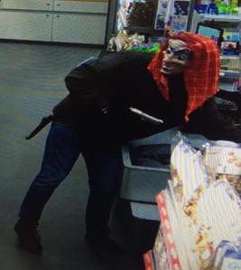 Der Täter war mit einer Hexenmaske und einem rotem Tuch maskiert. (Bild: Kantonspolizei Thurgau)