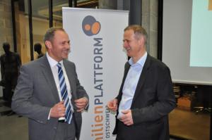 Fröhliche Gesichter an der GV der Familienplattform: Christof Stürm (rechts), Präsident der Familienplattform Ostschweiz, zusammen mit dem neuen Vorstandsmitglied Horst Werhounig. (Bild: zvg)