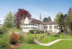 Das Haus «zum Okenfiner» mit seinem wunderschönen Garten. (Bild: zvg)