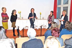 Diskutierten unter Leitung von (v.r.) SP-Kantonsrätin Edith Wolfender: Christine Forster, Mette Baumgartner, Antonella Bizzini und Annelies Debrunner. (Bild: Thomas Martens)