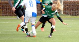 Gar nicht scheu: Livia Schneider kämpft um den Ball. (Bild: zvg)