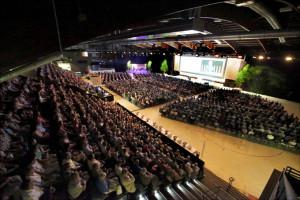 Rund 2500 Personen haben im Frühling 2015 an der ersten TKB-Partizipanten-Versammlung in der Bodensee-Arena in Kreuzlingen teilgenommen. (Bild: zvg)