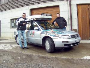 Daniel Bostjancic (l.) und Michael Zuppa vor ihrem Rallye-Audi. (Bild: zvg)