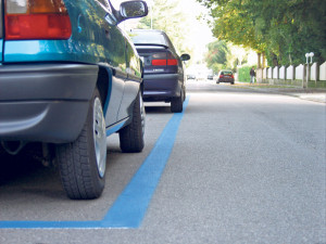 Blaue Zone, hier darf kurzzeitig gratis parkiert werden.(Bild: Archiv)