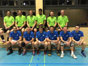 Die zwei erfolgreichen Münsterlinger Volleyballteams – noch schwingt die erste Mannschaft (in grün) obenaus. (Bild: zvg)