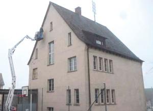 Das alte Schulhaus muss saniert werden. (Bild: zvg)