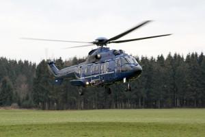 Das gemeinsame Team wurde mit Hubschraubern zu verschiedenen Kontrollpunkten transportiert. (Bild: zvg)