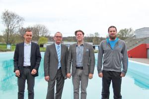 Vizepräsident Christian Heller, (v.l.), Präsident Max Wicker, Marc Rutishauser, Ressortleiter Schwimmen und der neue Cheftrainer Robert Kryjak.(Bild: ek)