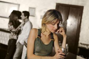 Es ist verboten, Alkohol an unter 16-Jährige und Hochprozentiges an unter 18-Jährige auszuschenken. (Bild: archiv)