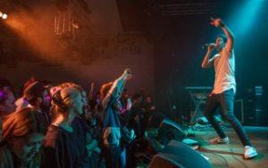 Die Bands spielen Auftritte in professioneller Umgebung. (Bild: Raphael Müller)