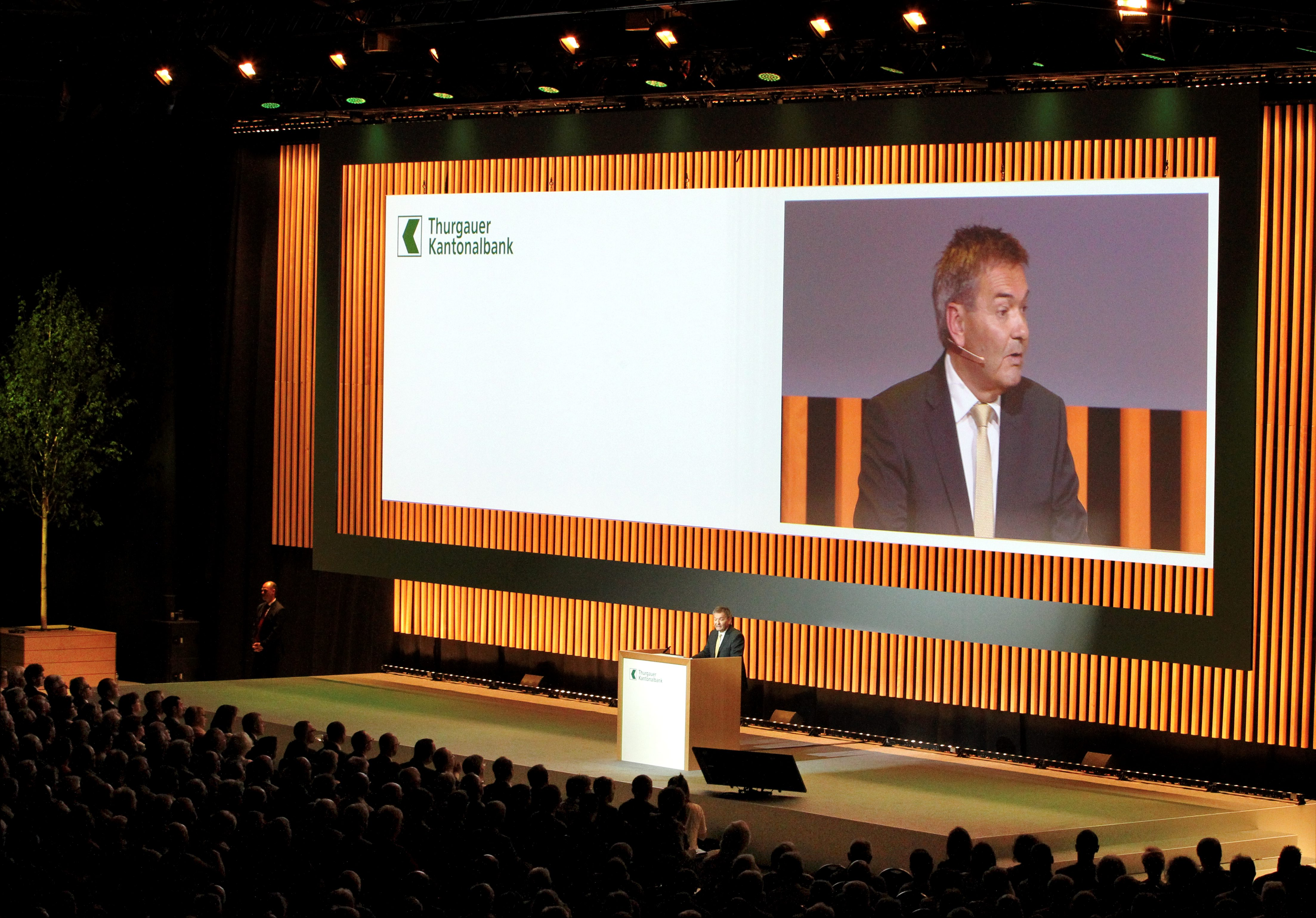 3000 Gäste begrüsste Bankpräsident René Bock in der Bodensee-Arena in Kreuzlingen. (FOTO GACCIOLI KREUZLINGEN)