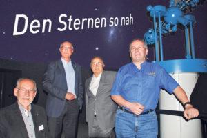 (V.l.) bei Gerhart Lehmann, Rainer Sigrist und Bruno Leitz vom Planetarium Kreuzlingen sowie Stadtpräsident Andreas Netzle (2.v.l.) freuen sich auf die Eröfnung. (Bild: sb)