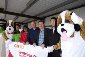 Das OK: Ruedi Wolfender, Dorena Raggenbass, Ralph Huber, René Zweifel und Christian Ecknauer von der Spiort-KV, eingerahmt von den Maskottchen «Chrüzli». (Bild: kp)