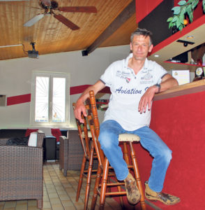 In «Brisis Bar» gibt es Sportübertragungen und Currywurst.(Bild: vf)