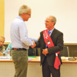 SP-Fraktionschef Ruedi Herzog gratuliert dem neuen Gemeinderatspräsidenten Dino Lioi. (Bilder: sb)