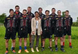 Das NLA-Team der KG Altnau-Kreuzlingen mit den neuen Regenjacken, gesponsort von Marlise Blaser, Elementwerk Istighofen AG. (Bild: zvg)