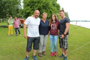 Das Gewinner-Team TC Holzbau mit (v.l.) Peter, Doris, Nina und Thierry Luginbühl. (Bild: zvg)