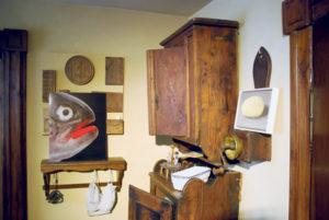 Werke der Künstler Markus Brenner und Philippe Mahler eingebunden in die Ausstellung. (Bild: vf)