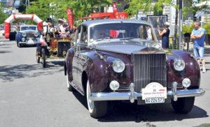 Prachtperade mit Oldtimern aus vergangenen Zeiten. Wieder mit dabei: Rolls-Royce und Ford-Oldtimer. (Bild:zvg)