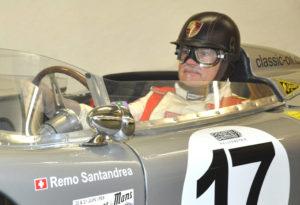 Veranstalter Remo Santandrea im Porsche 718 RSK von 1957, der auch Taxifahrten durchführt. (Bild: zvg)