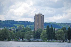 Das Hochhaus «Freiegg-Doldenhof» ist mit 57,5 Metern das höchste Haus in Kreuzlingen. (Bild: Veronika Fischer)