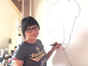 Die Künstlerin bei der Arbeit. (Bild: atelier-kiss.ch)
