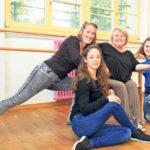 Mirjam Bührer (l.) tritt in die Fussstapfen von Sonny Walterspiel. Rebekka Meile (unten) und Reut Nahum (r.) übernehmen das klassische Ballett. (Bild: ek)
