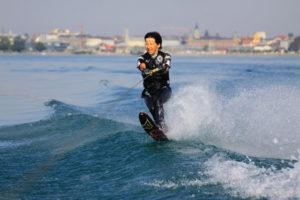 Am Sonntag kann man Wakeboard und Wasserski fahren. (Bild: zvg)