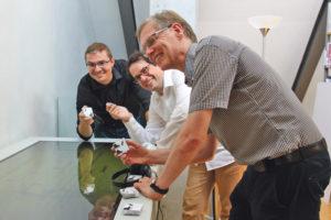 Die Erfinder am Musiktisch: Schumm, Fehlmann und Beran (von links). (Bild: dh)