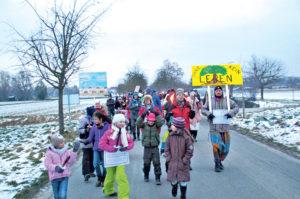 Engagiert hat die Bürgerinitiative (hier beim Protestmarsch im Februar 2015) gegen den Kahlschlag am Seerhein gekämpft (kl. Bild). (Bilder: S. Böker)
