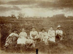 Die Familie Hörenberg 1902 während der Mittagspause auf dem Tägermoos