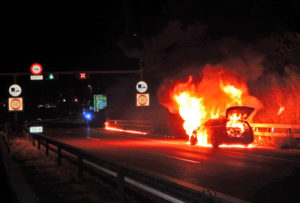 Kurz nach dem Girsbergtunnel stand das Fahrzeug in Vollbrand. (Bild: Kantonspolizei Thurgau)