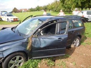 Bei der Kollision wurden die beiden Insassen des Autos verletzt (Bild: Kapo TG)