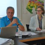Der Tägerwiler Gemeindepräsident Markus Thalmann und  Andrea Naef, Leiterin des Amts für Raumentwicklung des Kantons Thurgau, berichteten über den Stand der Dinge. (Bild: sb)